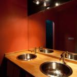 Chalupy k pronájmu na Šumavě - koupelna se 2 umyvadly má kvalitní osvětlení